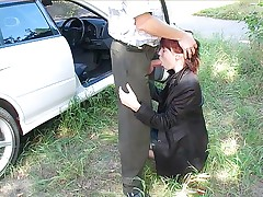 Redhead D/s chick gives scorching head in the car